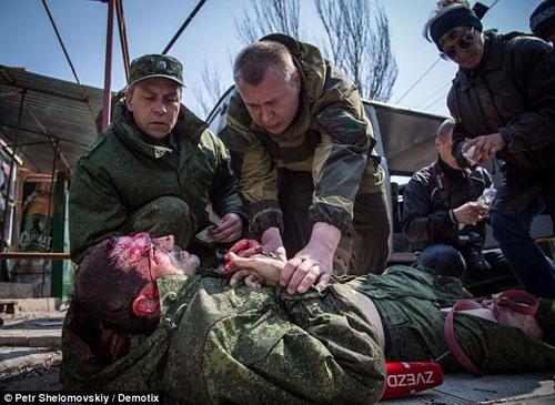 Краматорчанин - бывший заложник террористов, опознал в раненом журналисте российского телеканала мучителя украинских солдат, фото-1