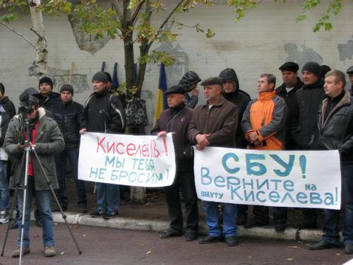 В Краматорске шахтеры «Краснолиманской» устроили митинг под судом (фото) - фото 1