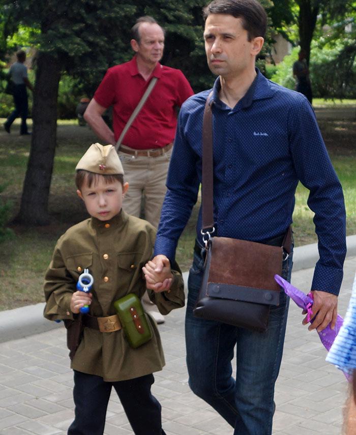 Путлерюгенд: маленькі діти марширують в Іванові у строю, у військовій формі і з радянськими піснями - Цензор.НЕТ 8288
