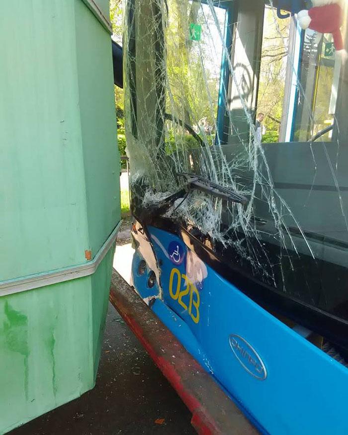 В Краматорске в ДТП «обновлен» троллейбус, фото-1