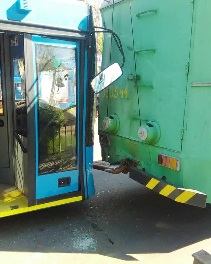 В Краматорске в ДТП «обновлен» троллейбус, фото-2