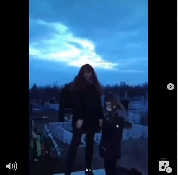 В Краматорске подростки устроили «фотосессию» на могиле, фото-2